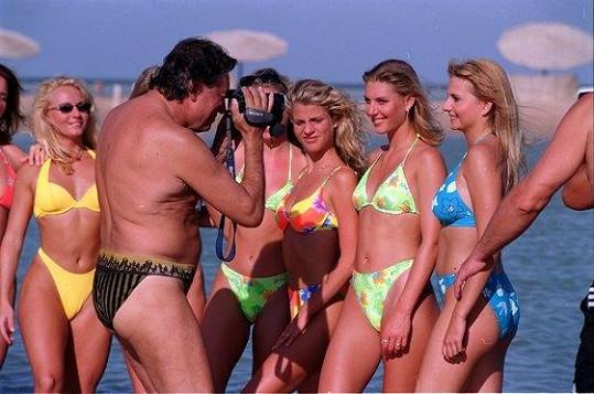 V Egyptě v roce 2000 na soustředění finalistek soutěže krásy byl Karel, obdivovatel ženské krásy, ve svém živlu.