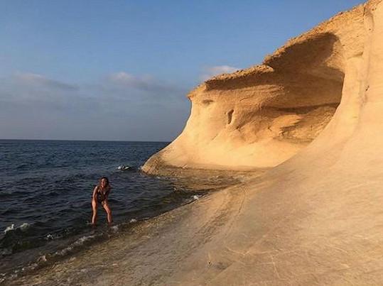 Pláž má jenom pro sebe.