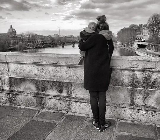 Výlet do Paříže byl dárkem pro Tomášovu manželku Tamaru.