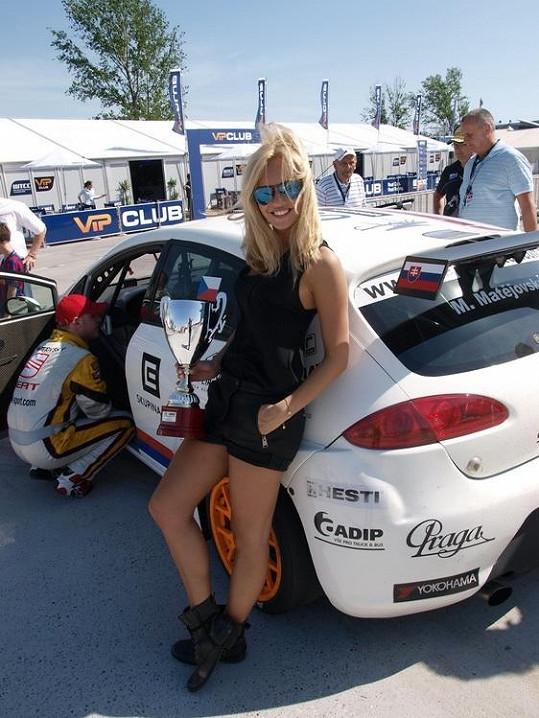 Taťána Kuchařová zapózovala v sexy šortkách.