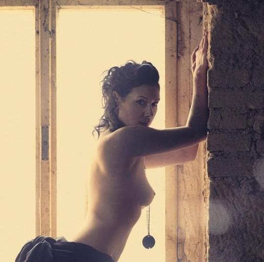Adéla Taş je neskutečně pohledná žena.