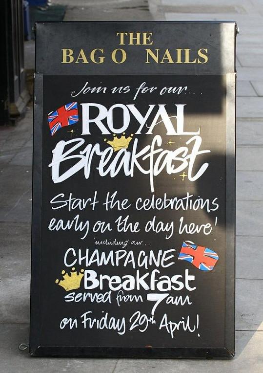 Kdo by se vzdal svých vyčekaných míst a šel na luxusní snídani? Asi je někdo, kdo nečekal...