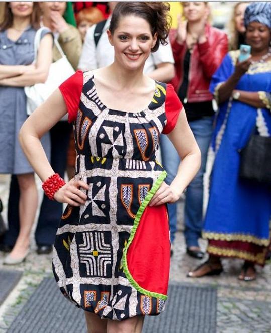 Herečka Klára Issová se naplno věnuje podpoře charitativního projektu v Kamerunu.