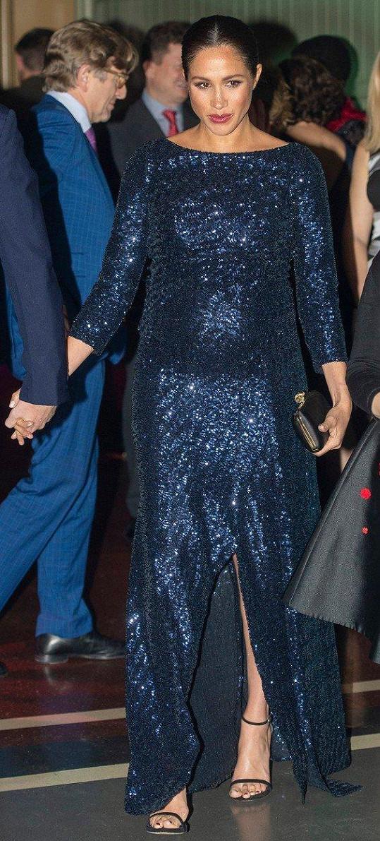 """""""Rebelka"""" vévodkyně Meghan dorazila do Royal Albert Hall bez punčoch a v otevřených sandálkách."""