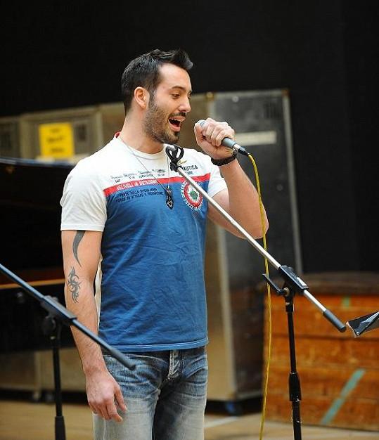 Jako školáček stál na pódiu i Vašek Noid Bárta.