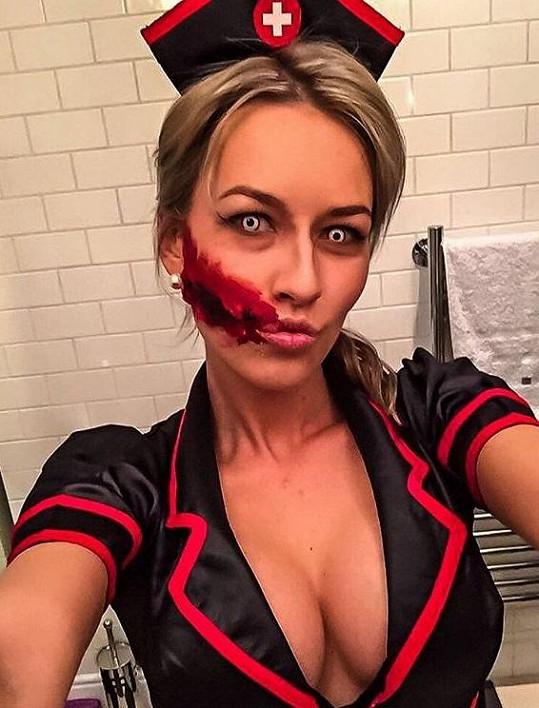Takhle se Eva připravovala na Halloween.