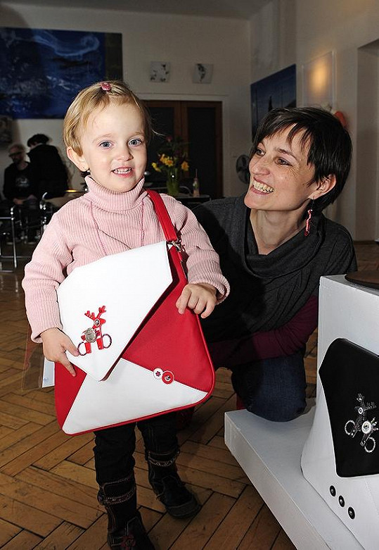 Interiérová designérka Anna Lacová, kterou znáte zpořadu Jak se staví sen, se přišla podívat na výstavu sdcerou.