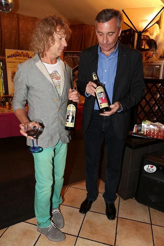 Peter Nagy a Jan Čenský jsou sice stejná věková kategorie, ale styl oblékání tomu neodpovídá.