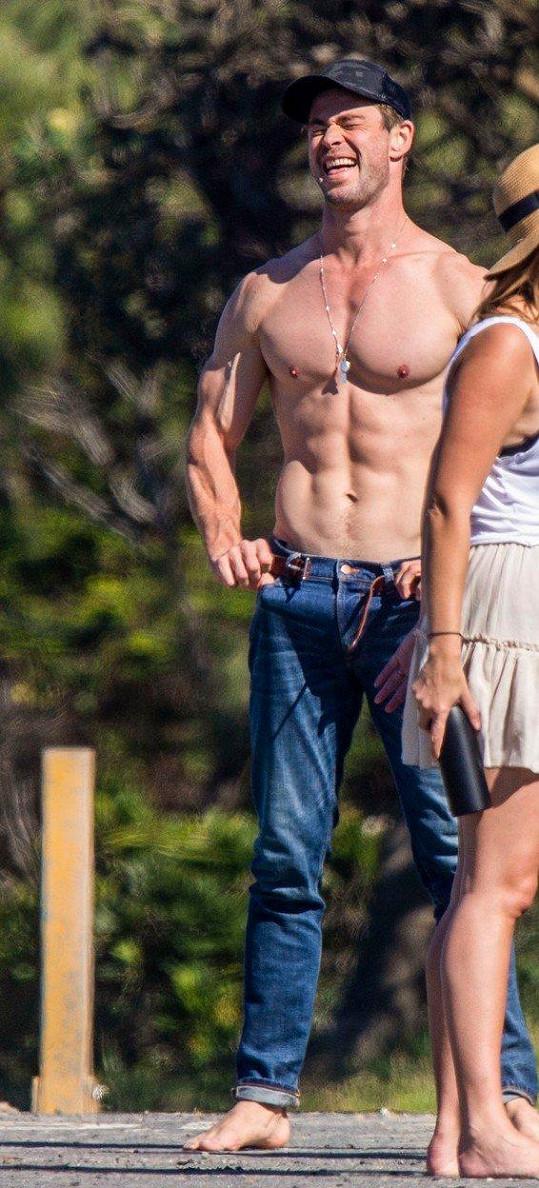 Chris má pořádné vyrýsované svaly.