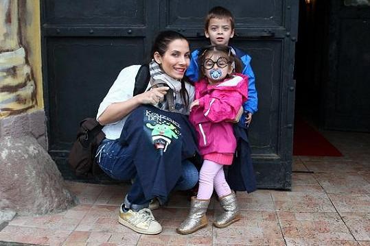 Na kouzelnické kousky se přijela podívat i Eva Decastelo s dětmi.
