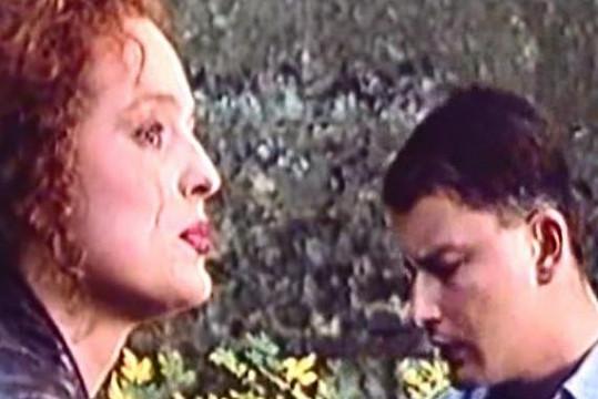 Markéta Hrubešová a Filip Topol ve filmu Žiletky.