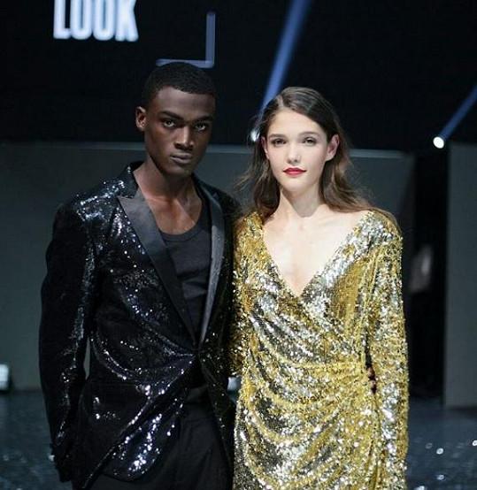 Češka Jana Tvrdíková vyhrála ve středu 33. ročník světového finále Elite Model Look. Vítězem vmužské kategorii se stal Nigerijec Davidson Obennebo.