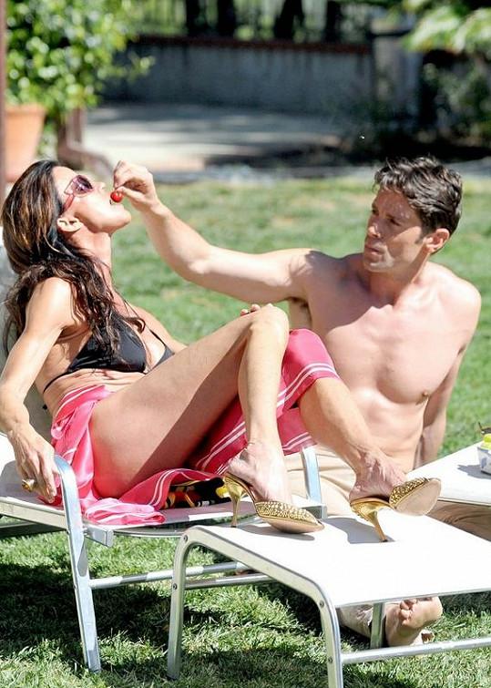 Slunečné dny v Malibu zamilované dvojice z další dovolené.
