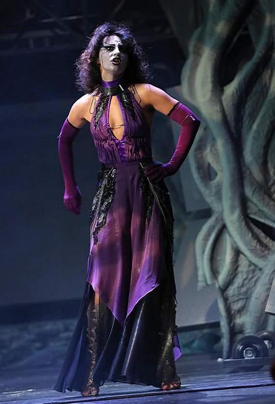 Markéta Procházková v jedné z hlavních rolí Klíče králů.