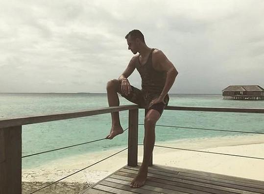 Zamilovaný Lukáš Rosol se nedávno slunil s Petrou na Maledivách.