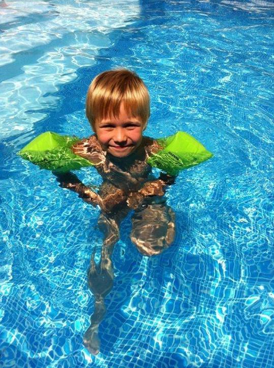 Mareš postavil svým dětem na statku i bazén.