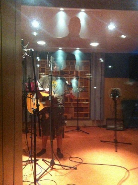 Michal Šeps v nahrávacím studiu.