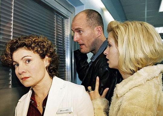 Kathrin Waligura (vlevo) jako Stefanie Engel se objevila v prvních dvou sériích. Později se do seriálu vrátila jako lékařka, ale sledovanost nadále klesala, až byl seriál ukončen.