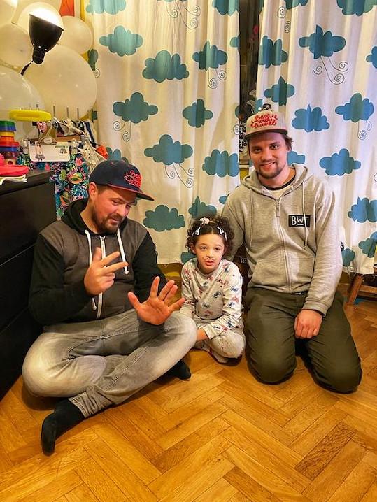 """Letos během ledna a února podnikli cestu snázvem """"Expedice Lenka 2020"""" na podporu desetileté Lenky trpící těžkou formou autismu."""