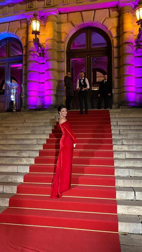 Gábina oblékla šaty od Lešák Černé i do Rudolfina.