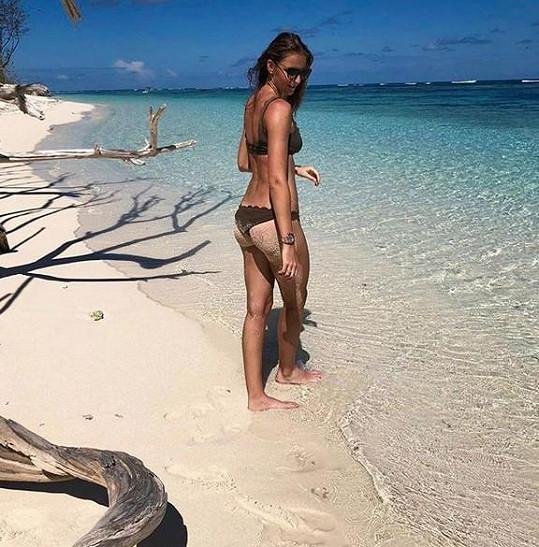 Užívá si na Seychelách