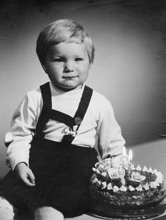 Světlanu Nálepkovou byste v zamyšlené holčičce u narozeninového dortu určitě nepoznali.