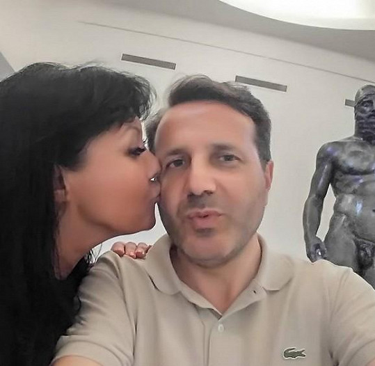 Dáda Patrasová také vedle svého italského přítele jen kvete.