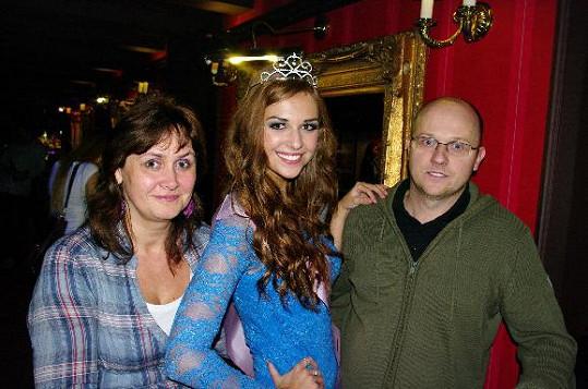 Lucie s hrdými rodiči.