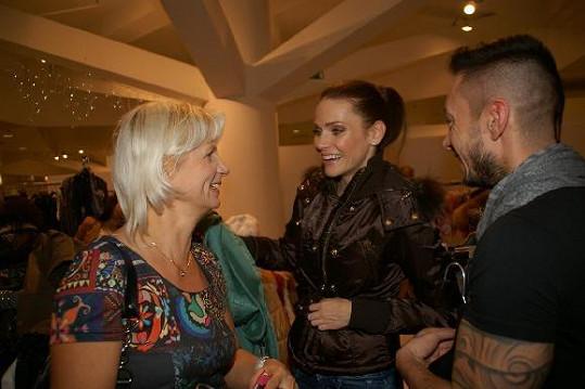 Andrea Verešová s MUDr. Ivanou Němečkovou a Dušanem Chrástkem stihli při vybírání probrat lecos.
