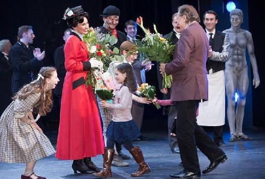 Karel blahopřál Monice, holky zase hlavním dětským představitelům.