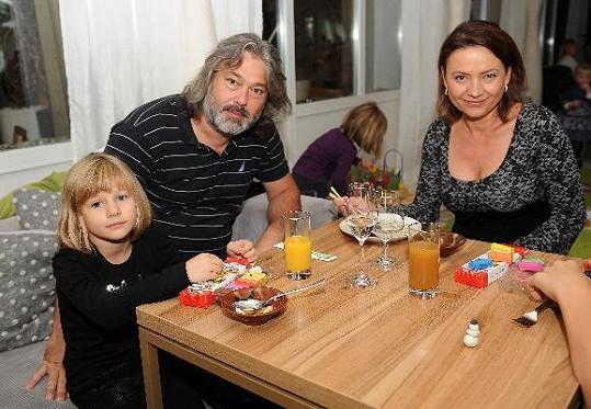 Jolana Voldánová s manželem a dcerou.