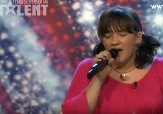 A takto vypadala před osmi lety, když zpívala v Talentu.