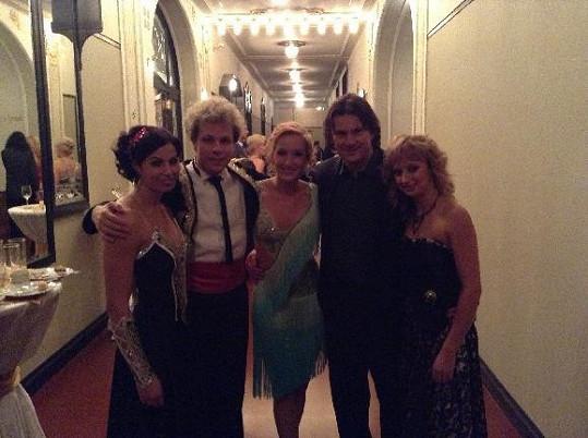 V sobotu na plese České televize tančil Honza Onder s Katkou Baďurovou i Martin Procházka s Terezou Bufkovou.