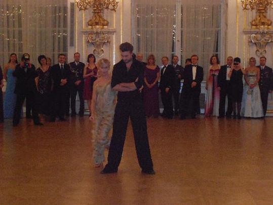 Alice a Michal měli taneční vystoupení ve Španělském sále.
