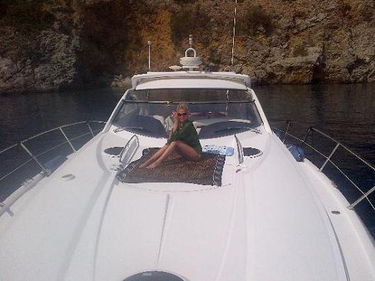 Míša a milionářská jachta.