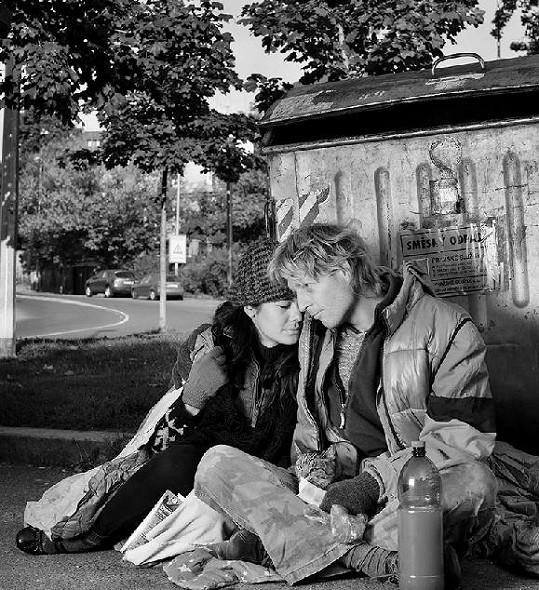 Nechali se společně nafotit jako bezdomovci...