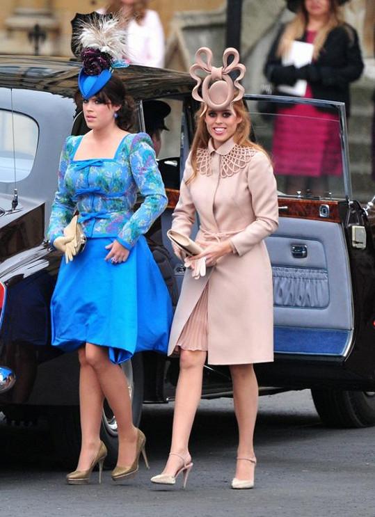 Dcery Sarah Ferguson a prince Andrewa: Eugenie a Beatrice (zleva).