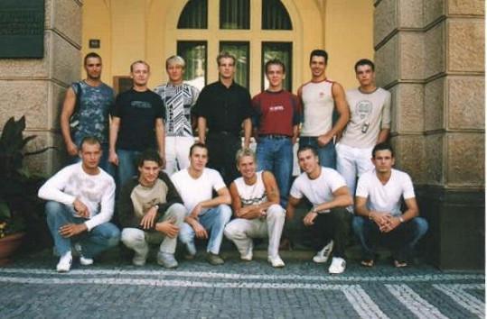 Ondřej Koptík (úplně vpravo nahoře) mezi finalisty Muže roku 2003