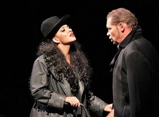 Andrea v Carmen.