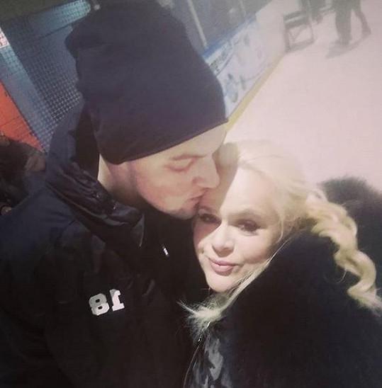 Monika Štiková je zamilovaná až po uši do svého zajíčka.