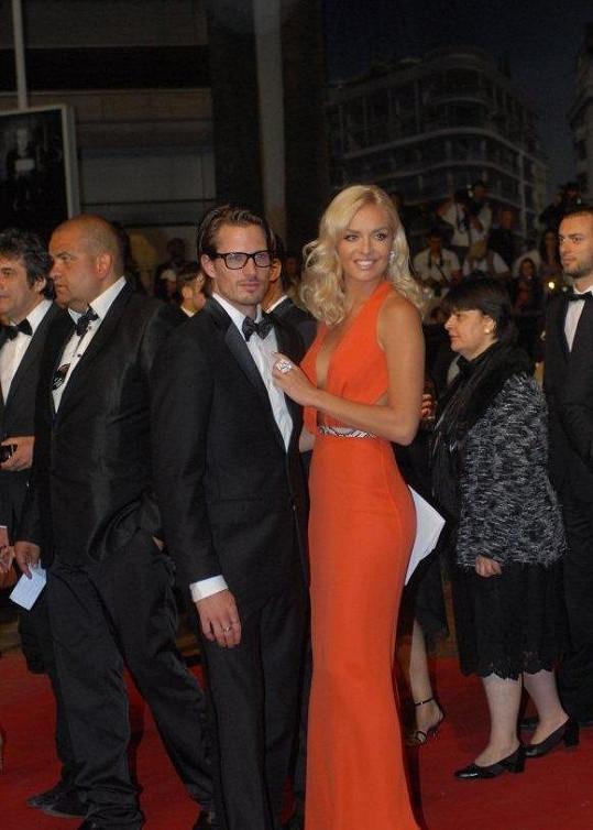Taťána Kuchařová s přítelem Lanem Carlsonem v Cannes.