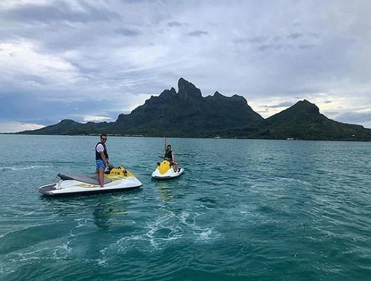 Leoš Mareš a Monika Koblížková poznávají krásy Franouzské Polynésie.