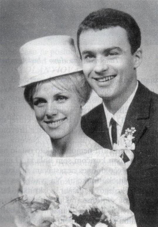 Svatební fotografie s baleťákem Jánem Kostolányim. Časem se rozvedli.