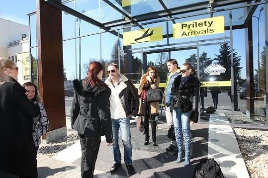 Andrea s manželem na letišti v Popradu.