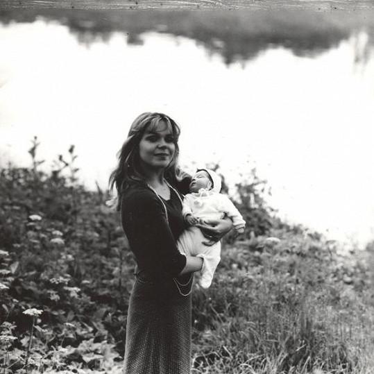 Dceru Ninu má paní Dagmar s hercem Radvítem Novákem.