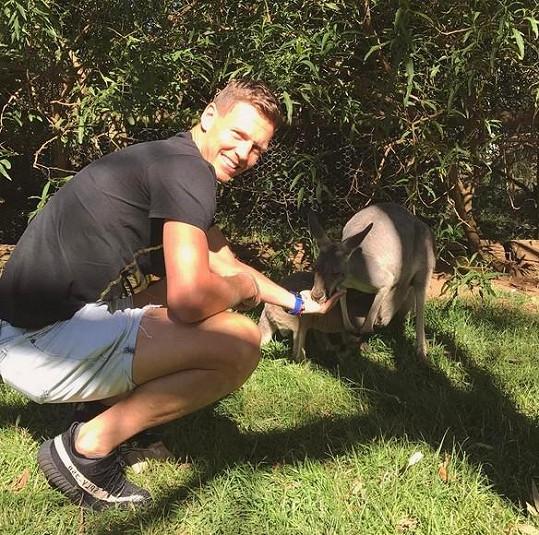 Tomáš Berdych zas krmil klokana.