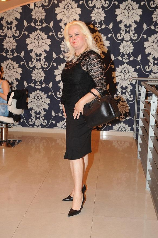 Monika Štiková v kadeřnictví