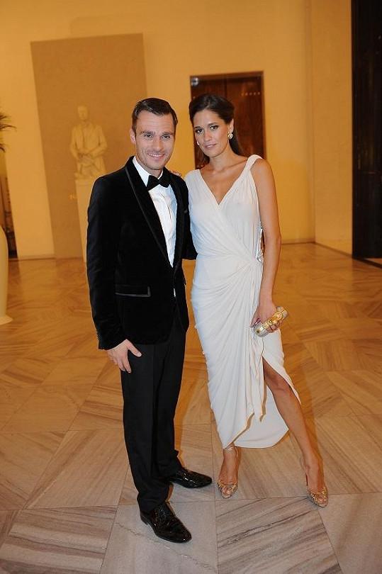 Petra s Leošem na slavnostním večeru.