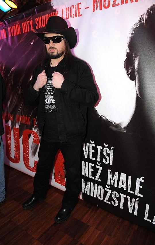 Robert Kodym a další tvůrci vybrali pro hlavní roli osmadvacetileté Lucie Báru a Emmu.