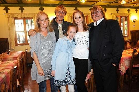 Jakub s otcem, matkou a sestrami